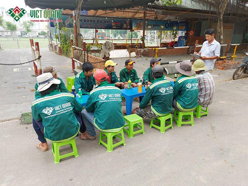 Đội ngũ Việt Quang học an toàn lao động tại một công trình sửa nhà