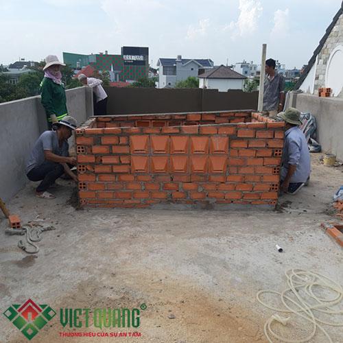 Công đoạn xây ô giếng trời trên tầng thượng
