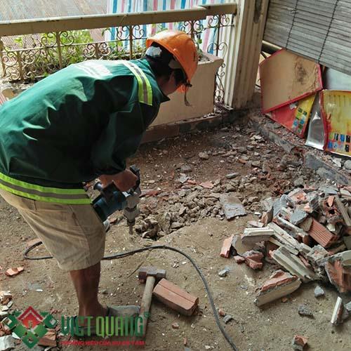 Thi công xử lý cải tạo nền nhà cũ.