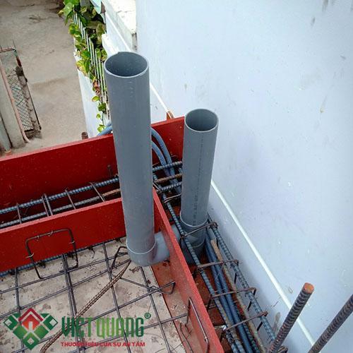Đường ống thoát nước mái được thiết kế cố định âm bên trong sàn tầng 2