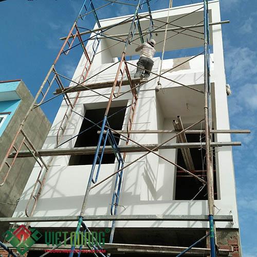 Công đoạn thi công trét bột, sơn nước ngoại thất ngôi nhà