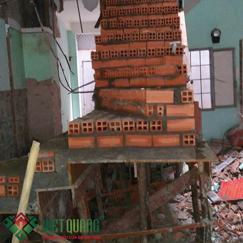 Thi công xây mới cầu thang thông tầng của ngôi nhà