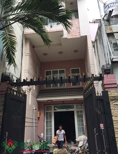 Ngoại thất ngôi nhà  anh Tường trước khi thi công cải tạo sửa chữa.