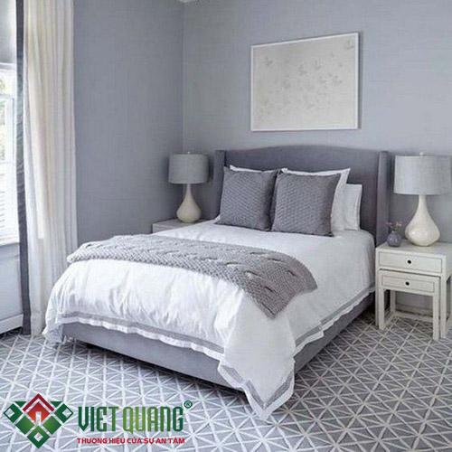 Không gian phòng ngủ với tông màu ghi xám nhẹ nhàng ấm áp
