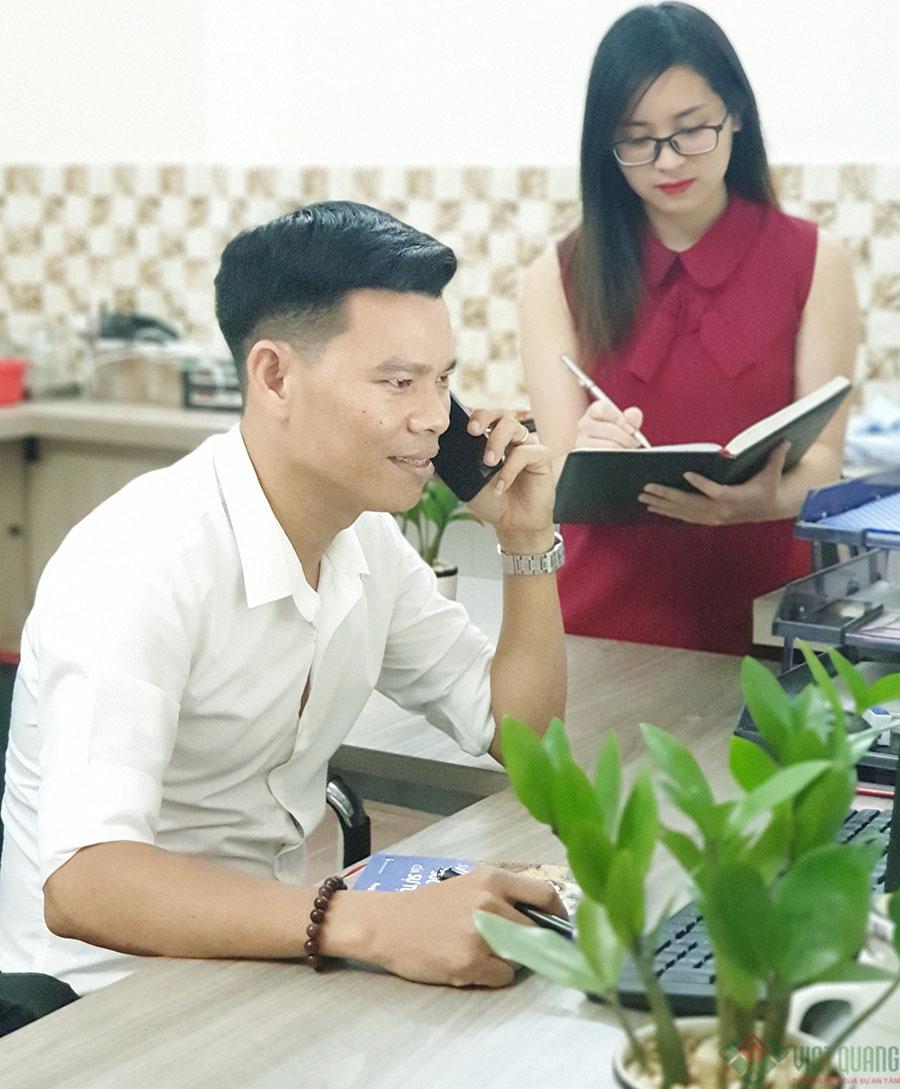 Nhân viên tư vấn qua điện thoại của Việt Quang