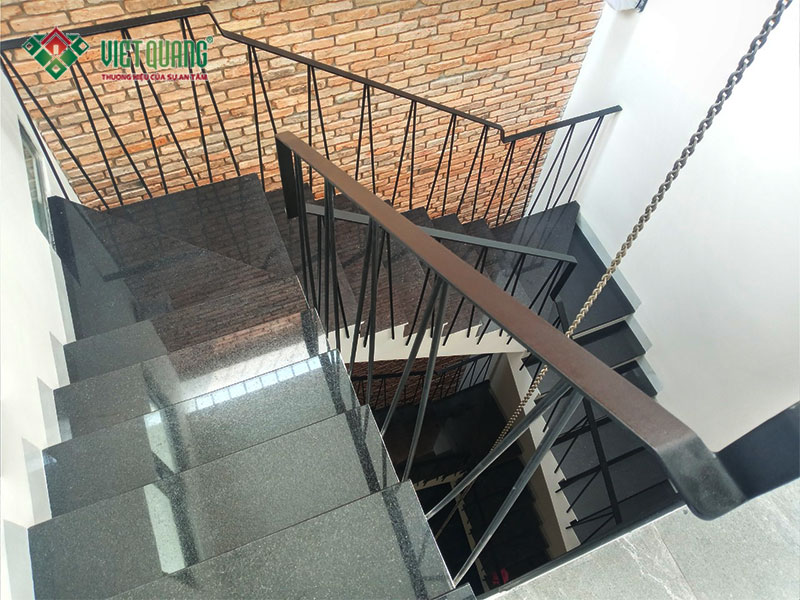 Cầu thang nhà để ở kết hợp cho thuê