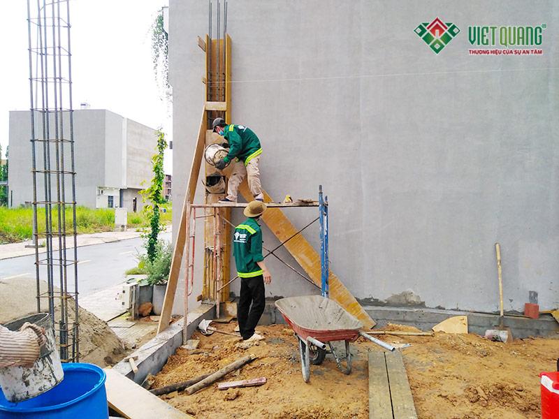 Thi công dựng cột tầng 1