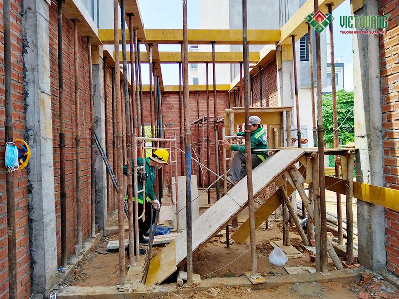 Lắp đặt coppa cầu thang và coppa sàn