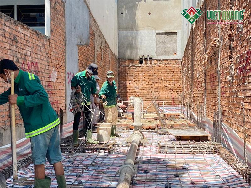 Việt Quang đang thi công phần móng nhà chị Anh quận Tân Phú