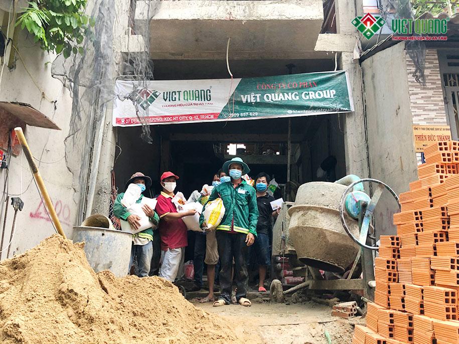 Việt Quang chia sẻ khó khăn với người lao động covid-19 (Đợt 1)