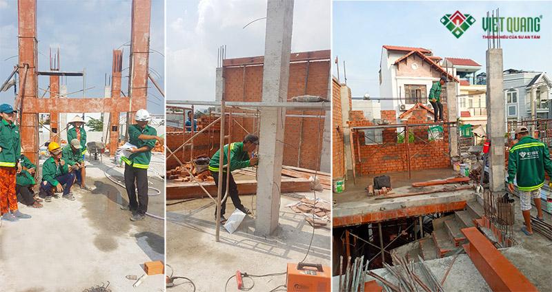 Cai thầu hướng dẫn công việc cho công nhân (bên trái). Công nhân lấy code cao độ chuẩn cho tầng (hình giữa). Thi công xây tường (hình bên phải).