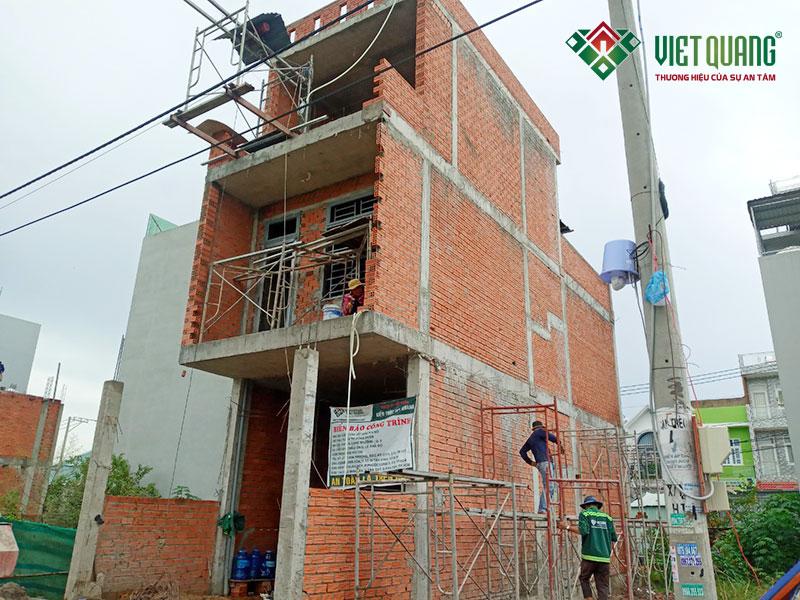 Công trình xây nhà phố 3 tầng 4x12m đang trong quá trình xây phần thô