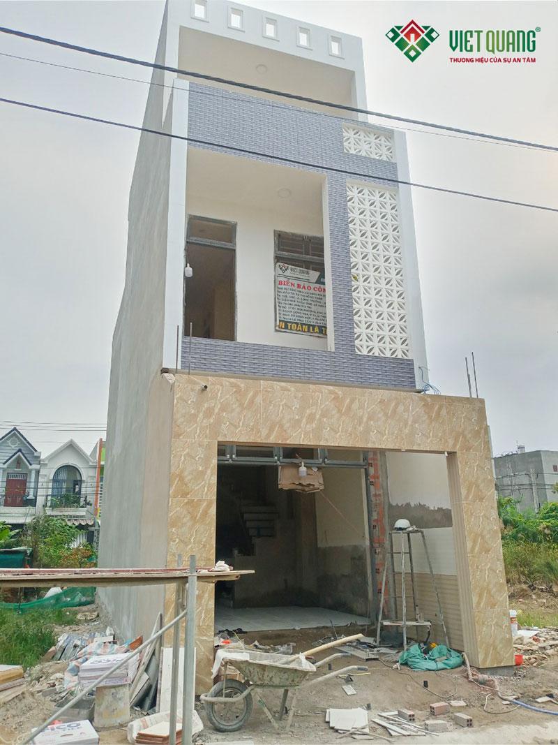 Mặt tiền công trình nhà phố 3 tầng chị Thắm đã hoàn thiện