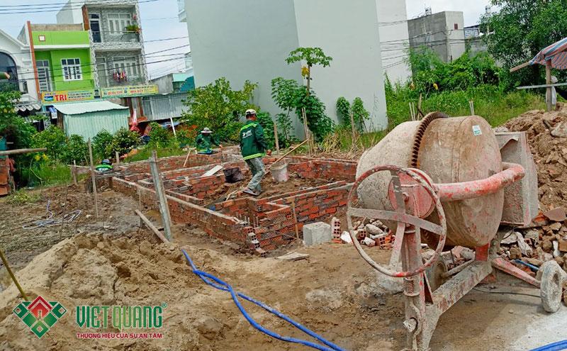 Hình ảnh công nhân Việt Quang đang thi công phần móng tại công trình