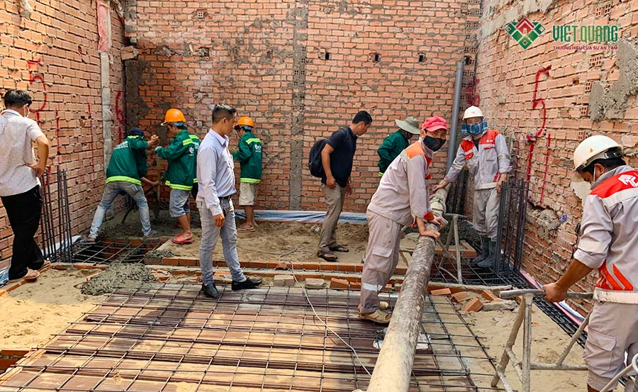 Hình ảnh đổ bê tông móng nhà phố 4 tầng 1 lửng diện tích 5x17.5m tại Tân Phú